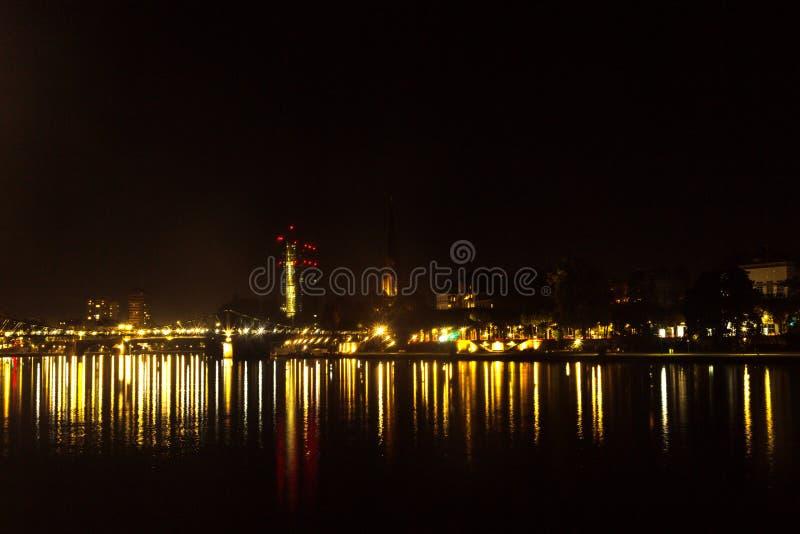 ноча frankfurt стоковая фотография