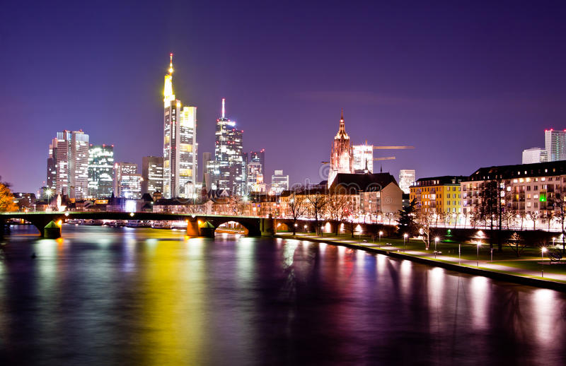 ноча frankfurt стоковые изображения