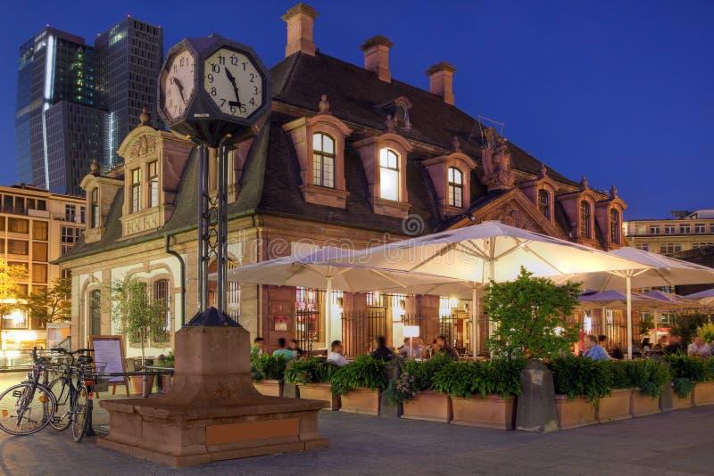 ноча hauptwache frankfurt Германии стоковая фотография