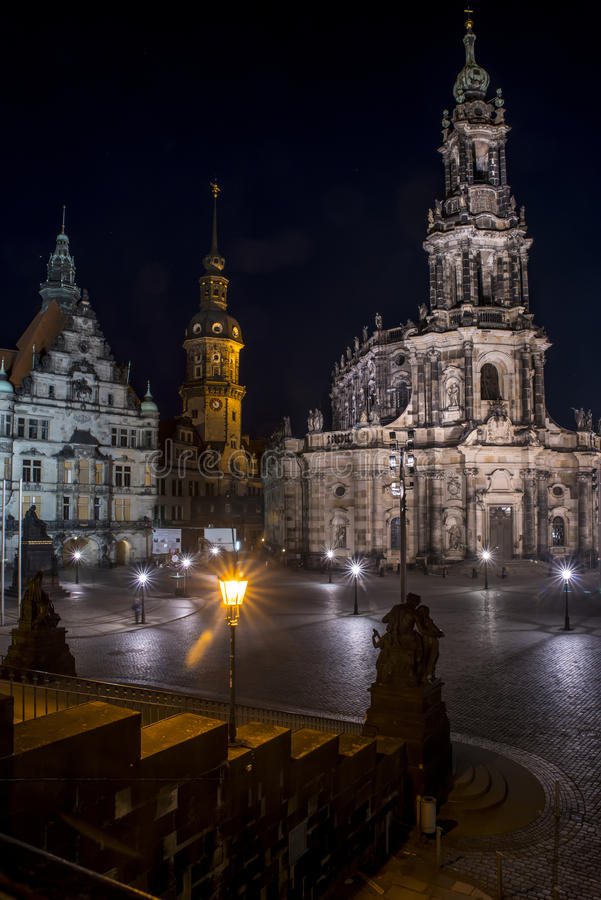 ноча hofkirche dresden стоковая фотография