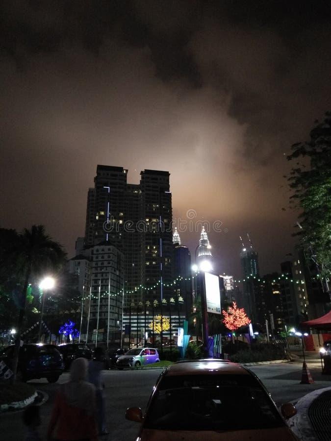 Ноча KLCC стоковые изображения