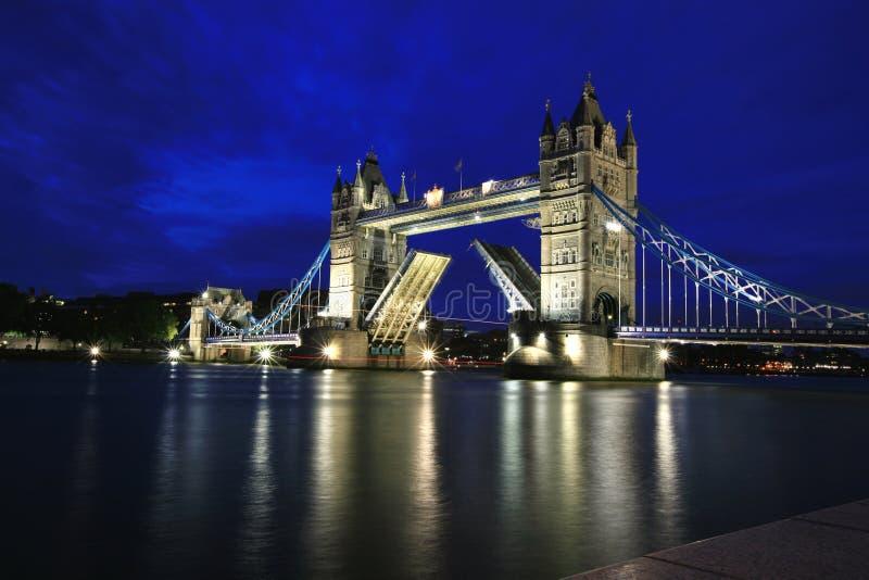 ноча london моста стоковое изображение