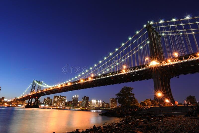 ноча manhattan моста стоковые фото