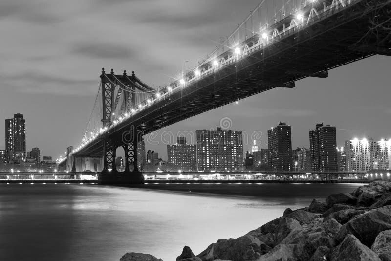 ноча manhattan моста стоковая фотография
