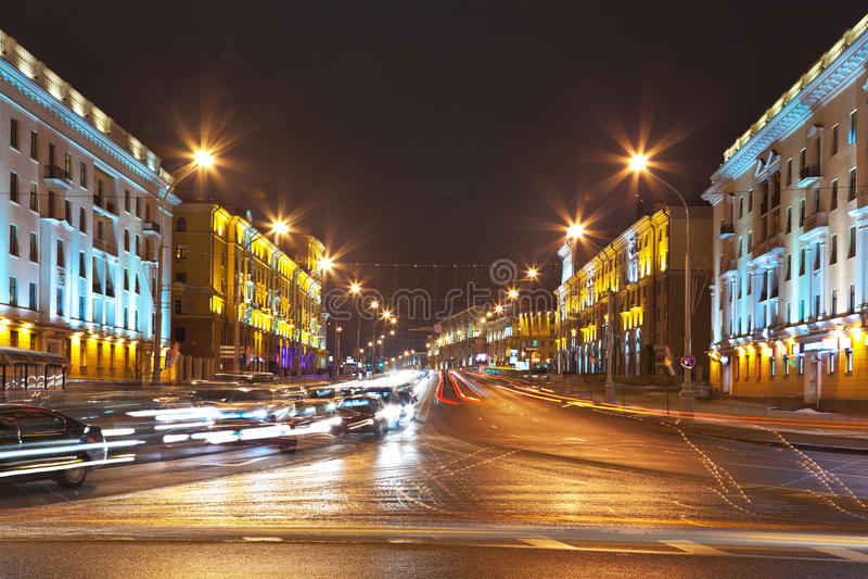 Download ноча Minsk городского пейзажа Беларуси Стоковое Фото - изображение насчитывающей freeway, зодчества: 18387210