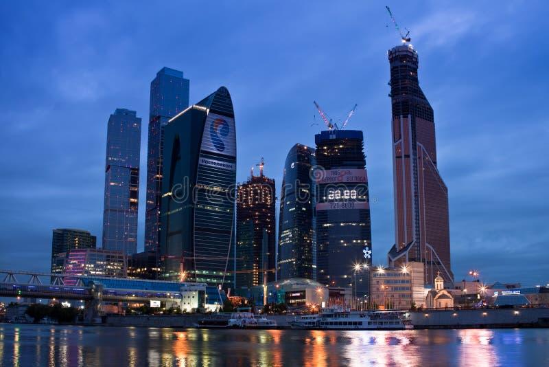 ноча moscow города дела зоны над взглядом riv стоковая фотография rf