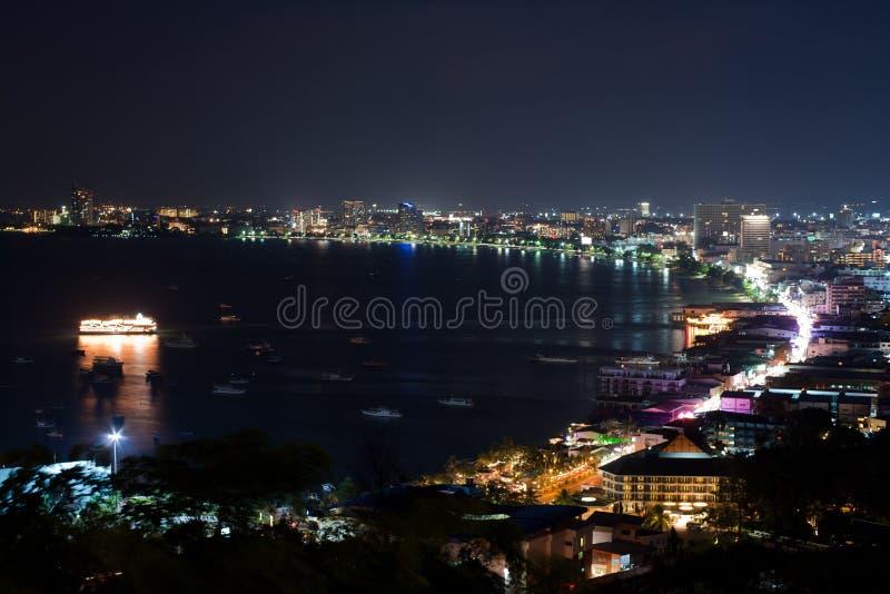 ноча pattaya залива стоковые изображения rf