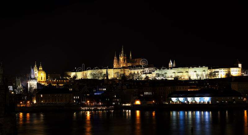 Ноча Prag Hradcana - nocni Praha стоковое фото
