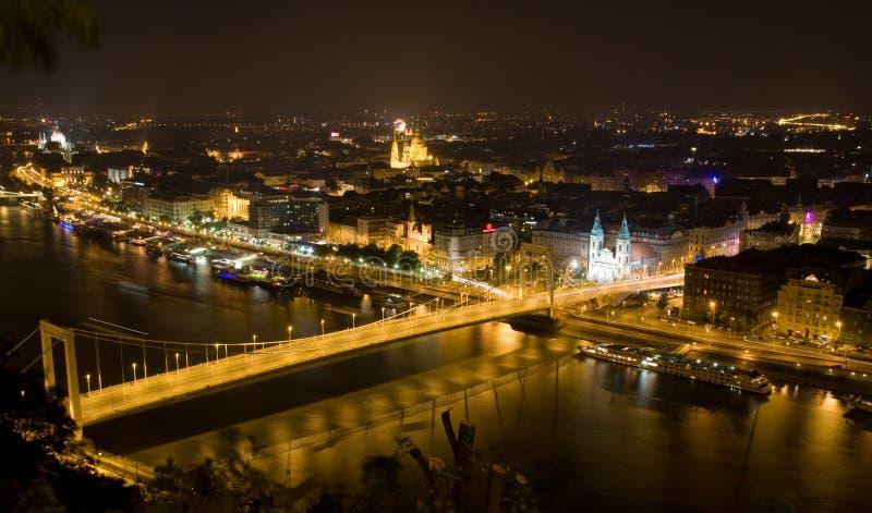 ноча s elisabeth моста стоковая фотография