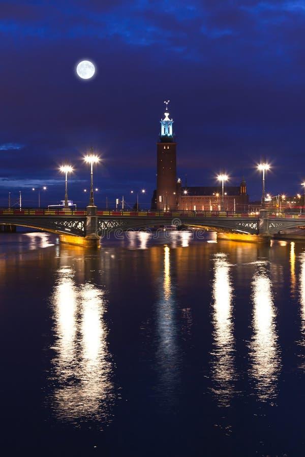 ноча stockholm здание муниципалитет стоковая фотография