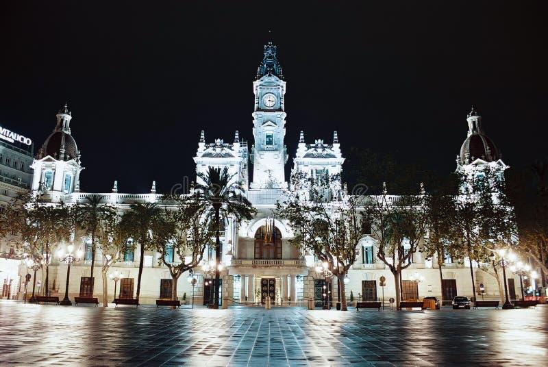 ноча valencia здание муниципалитет стоковое изображение rf
