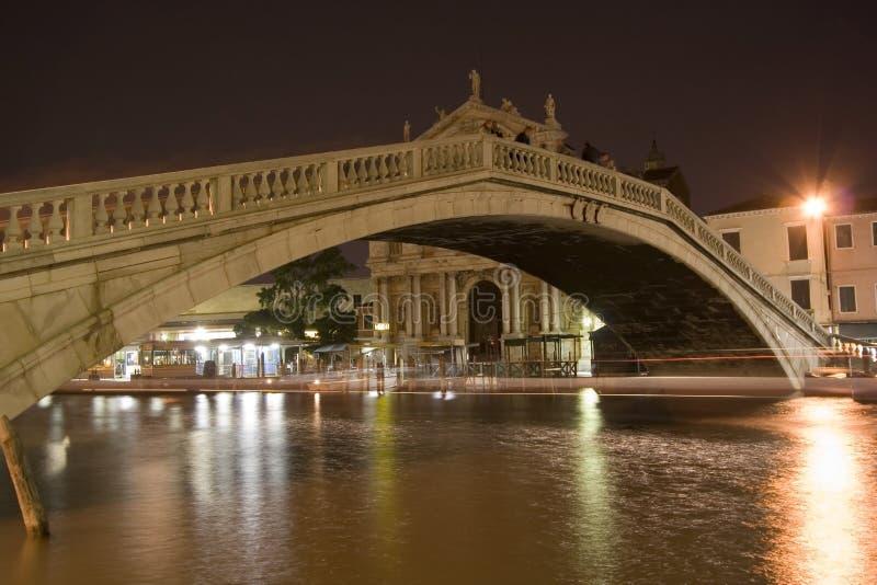 ноча venice моста стоковая фотография rf