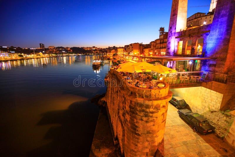 Ночная жизнь в Порту стоковые изображения rf