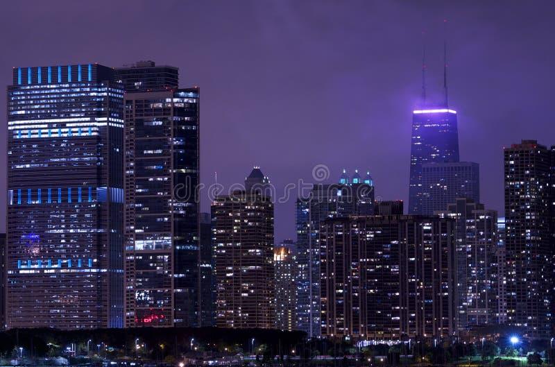 Ночная жизнь Чикаго стоковые фотографии rf
