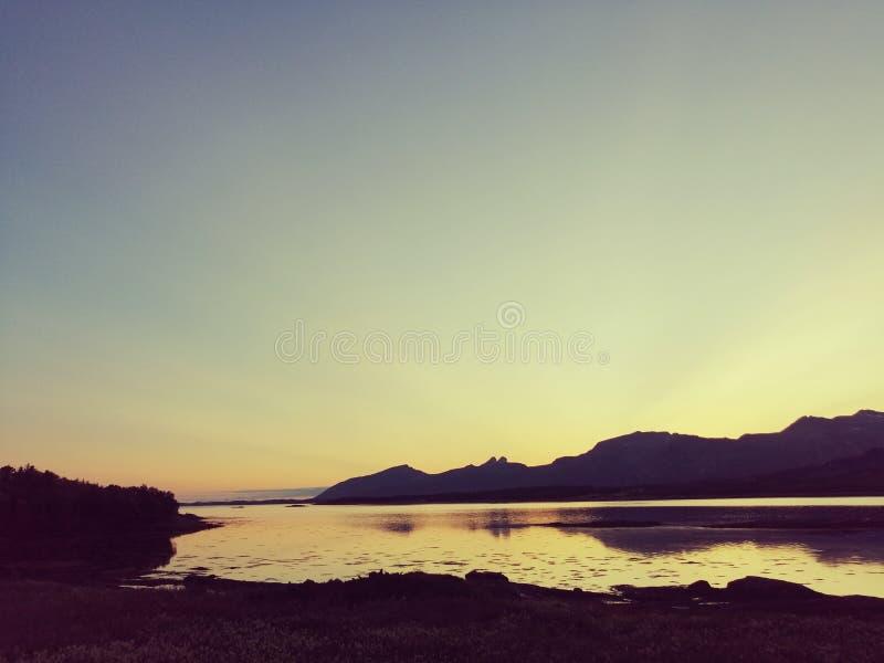 Ночное небо в Норвегии стоковое фото rf