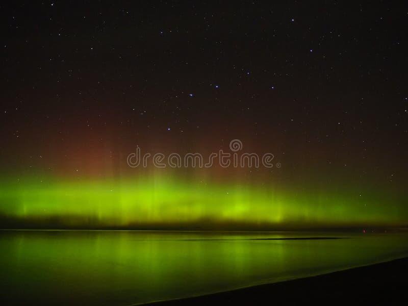 Ночное небо играет главные роли созвездие Большой Медведицы приполюсных светов рассвета стоковое фото