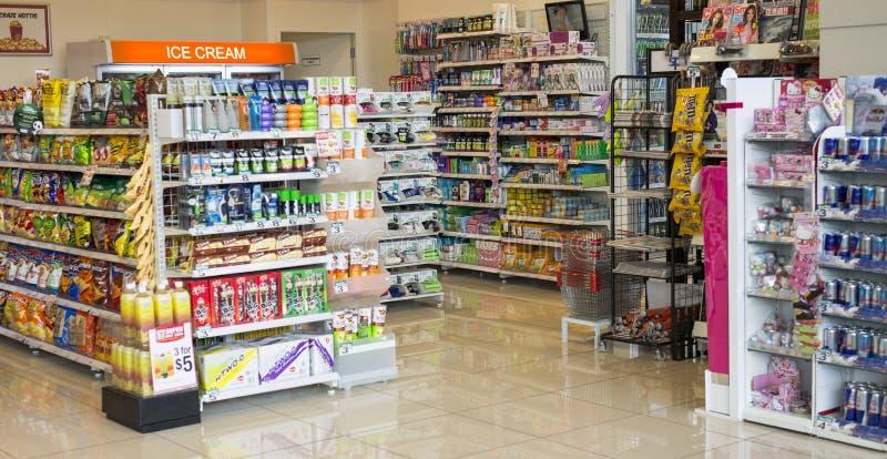 Ночной магазин стоковые фото