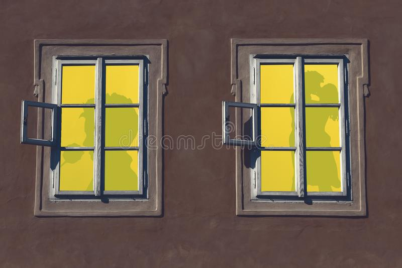 Ночь валентинок, 2 освещенных окна квартиры с силуэтами романтичных людей, пара делая любовь и человек держа a стоковое изображение rf
