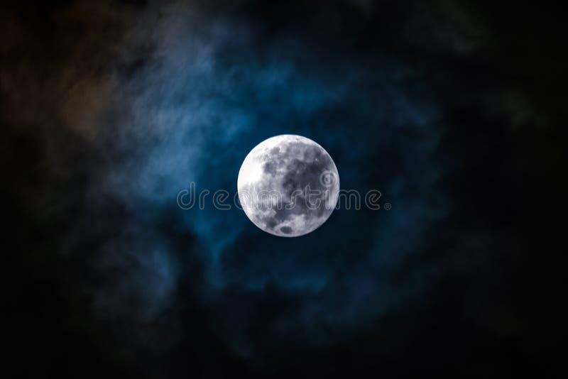 Ночь полнолуния стоковое изображение