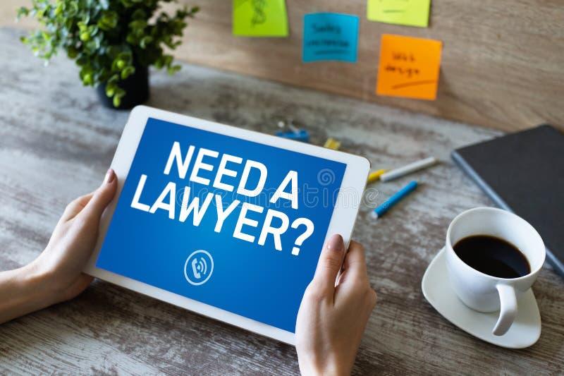 Нужен юрист Вызовите теперь сообщение на экране Поверенный в суде, правовая помощь онлайн стоковое изображение rf