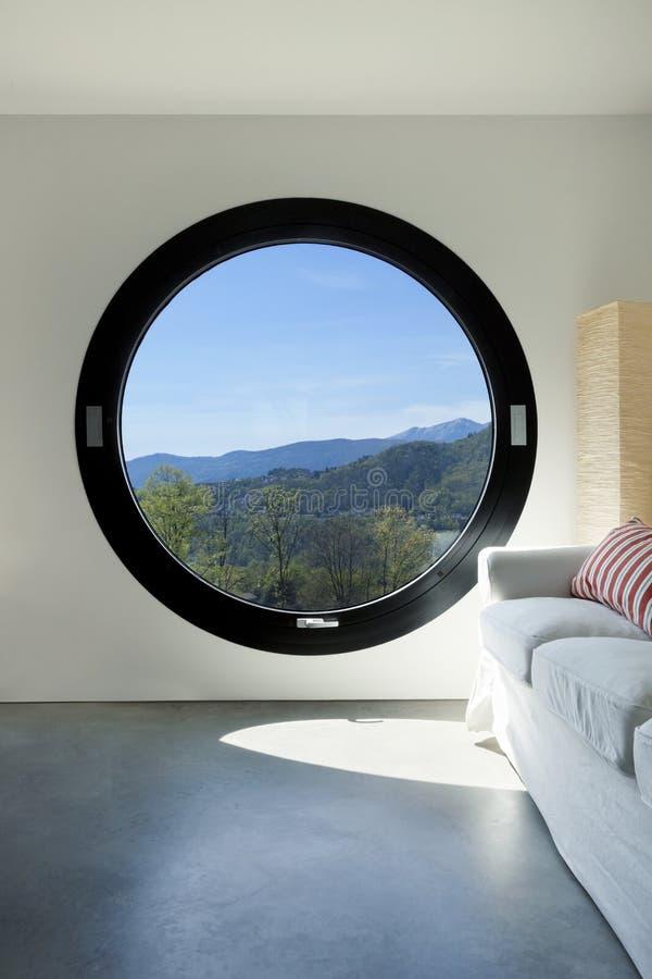 нутряная большая комната porthole стоковое изображение