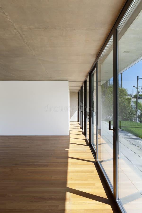 нутряное большое окно комнаты стоковые фото