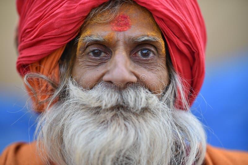Нью-Дели, Индия, 23-ье ноября 2017: Портретная живопись человека с тюрбаном стоковые изображения