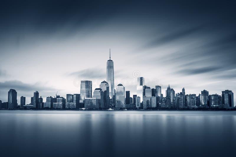 Нью-Йорк более низкое Манхаттан с новым одним всемирным торговым центром стоковые изображения