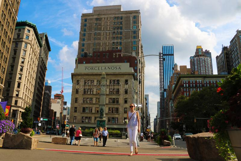 Нью-Йорк - 25-ое августа 2018: Взгляд здания критери по коммодора, теперь переименованный зданием Porcelanosa, на соединении  стоковая фотография rf