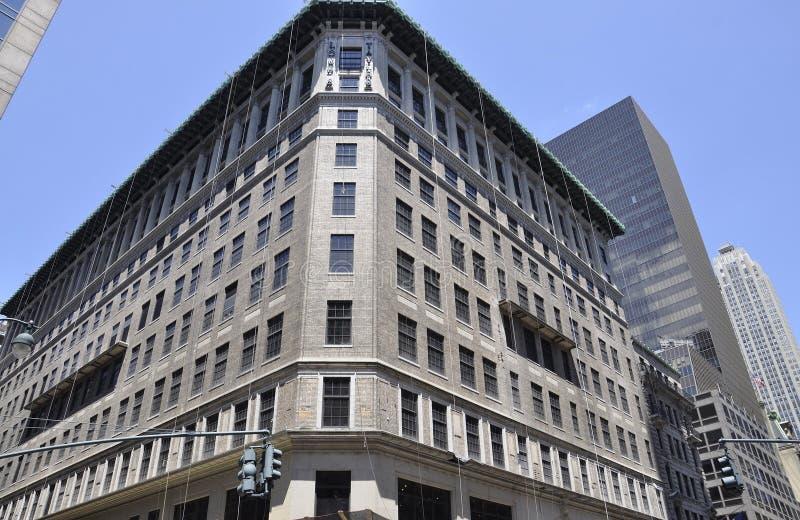 Нью-Йорк, 2-ое июля: Здание лорда & Тейлора от Пятого авеню в Манхаттане от Нью-Йорка в Соединенных Штатах стоковые изображения