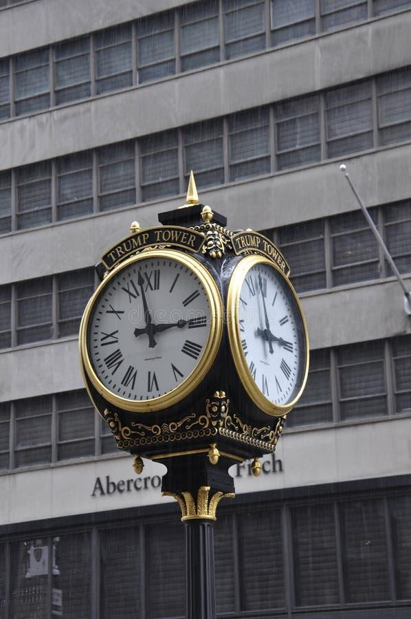 Нью-Йорк, 1-ое июля: Trump часы башни от Пятого авеню в Манхаттане от Нью-Йорка в Соединенных Штатах стоковое изображение