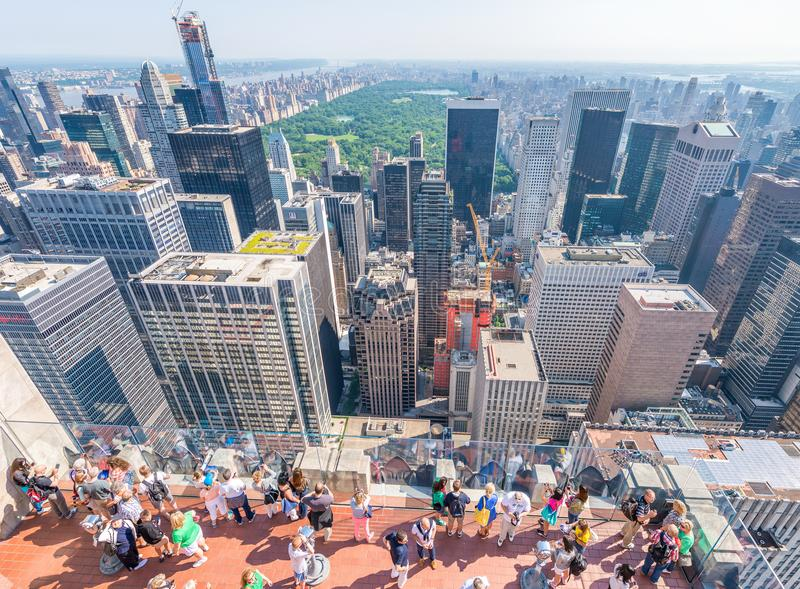 НЬЮ-ЙОРК - 9-ОЕ ИЮНЯ 2013: Вид с воздуха небоскребов центра города стоковые изображения