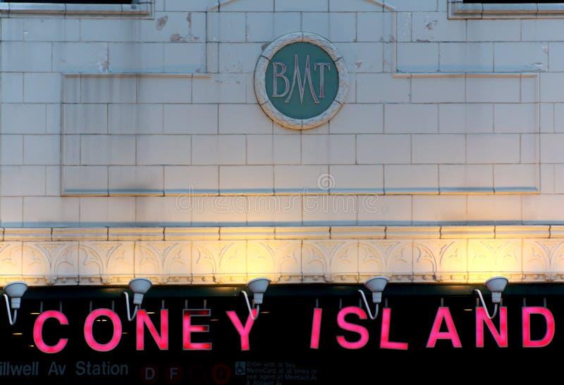 НЬЮ-ЙОРК - 1-ОЕ СЕНТЯБРЯ: Фасад станции метро бульвара Stillwell стоковые изображения