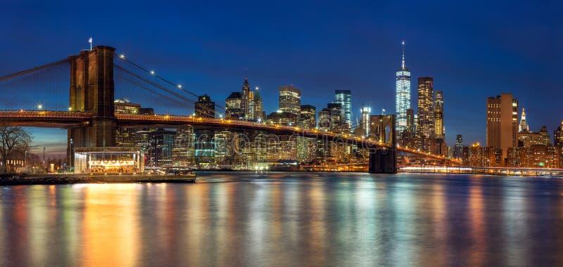 Нью-Йорк - панорамный взгляд горизонта Манхаттана с небоскребами стоковая фотография rf