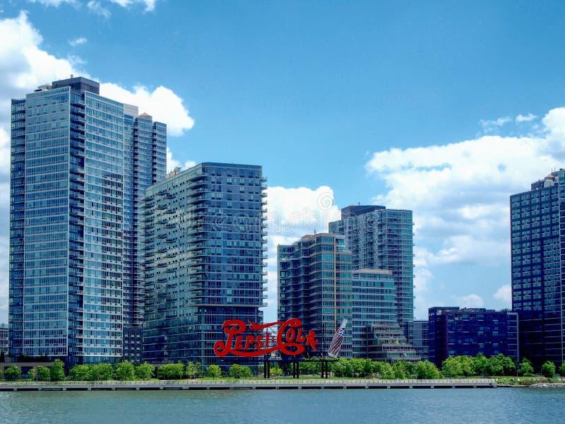 Нью-Йорк - Соединенные Штаты, кола Пепси подписывают внутри длинный остров в Нью-Йорке стоковое фото