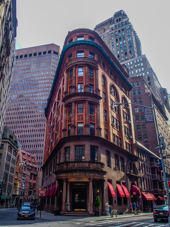 НЬЮ-ЙОРК, СОЕДИНЕННЫЕ ШТАТЫ - ресторан Delmonicoв Манхэттене, Нью-Йорке стоковое фото rf