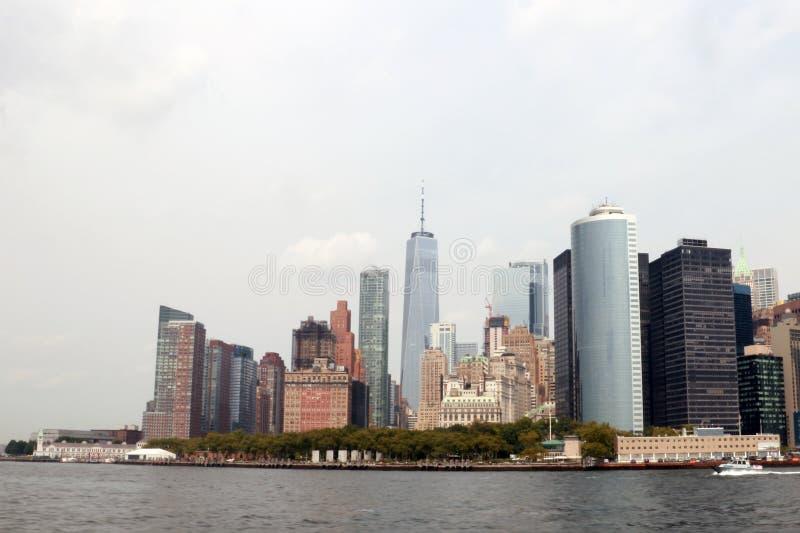 НЬЮ-ЙОРК, США - 31-ое августа 2018: Пасмурный день в Нью-Йорке Взгляд горизонта Манхаттана в NYC стоковое фото