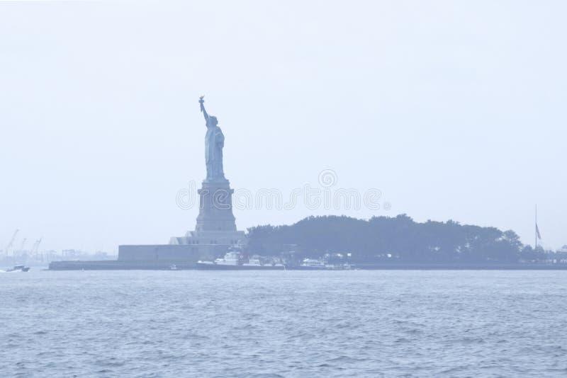 НЬЮ-ЙОРК, США - 31-ое августа 2018: Статуя свободы на острове свободы США стоковые изображения rf