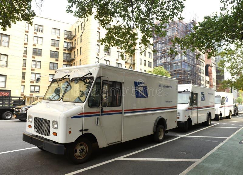 Нью-Йорк, США - 9-ое июня 2018: Автомобили Соединенных Штатов почтового s стоковая фотография rf