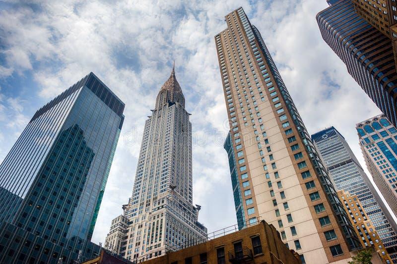 НЬЮ-ЙОРК - США - 11-ое июня 2015 Chrysler Corporation строя Нью-Йорк на пасмурный день стоковая фотография rf