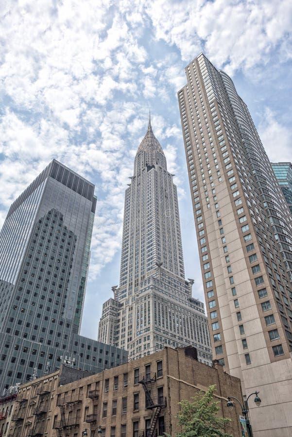 НЬЮ-ЙОРК - США - 11-ое июня 2015 Chrysler Corporation строя Нью-Йорк на пасмурный день стоковые изображения rf