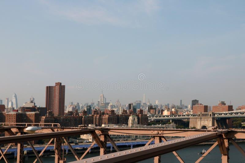Нью-Йорк, США - 2-ое сентября 2018: взгляд от Бруклинского моста к Манхэттену стоковое изображение