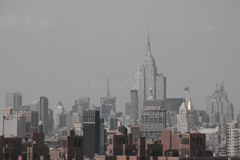 Нью-Йорк, США - 2-ое сентября 2018: Однокрасочный с Бруклинским мостом над Манхэттеном в Нью-Йорке стоковые изображения