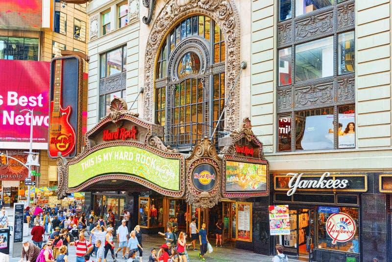 Нью-Йорк, США Hard Rock Cafe расположенный на Бродвей стоковая фотография