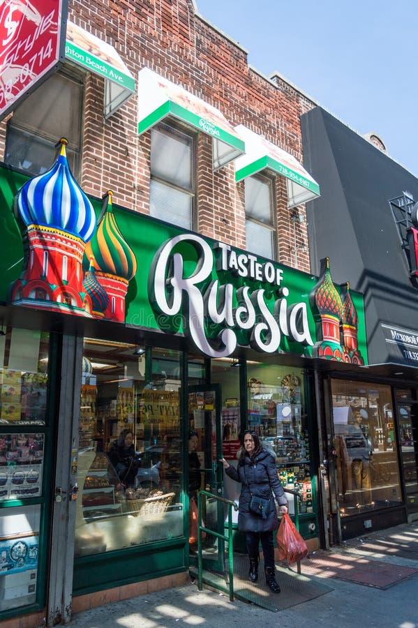 Нью-Йорк, NY/США - апрель 2016: красочный русский магазин на улицах пляжа Брайтона стоковое фото