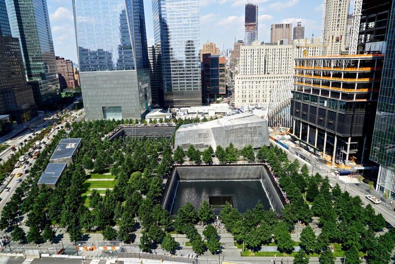 Нью-Йорк, NY, США - 15-ое августа 2015: 9/11 мемориальный и музей, 15-ое августа 2015 стоковая фотография rf