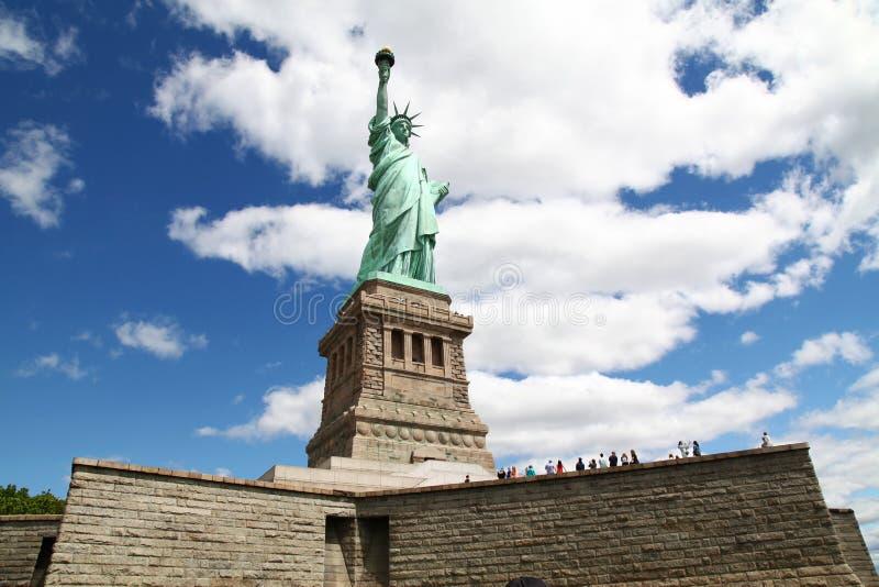 Нью-Йорк, USA-JUNE 15,2018: Перемещение людей на статуе свободы внутри стоковое фото