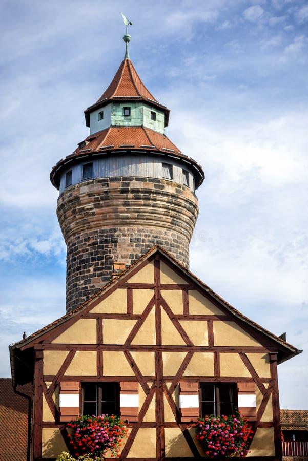 Нюрнберг, башня Sinnwell, замок Нюрнберга, Franconia, Германия стоковое изображение rf