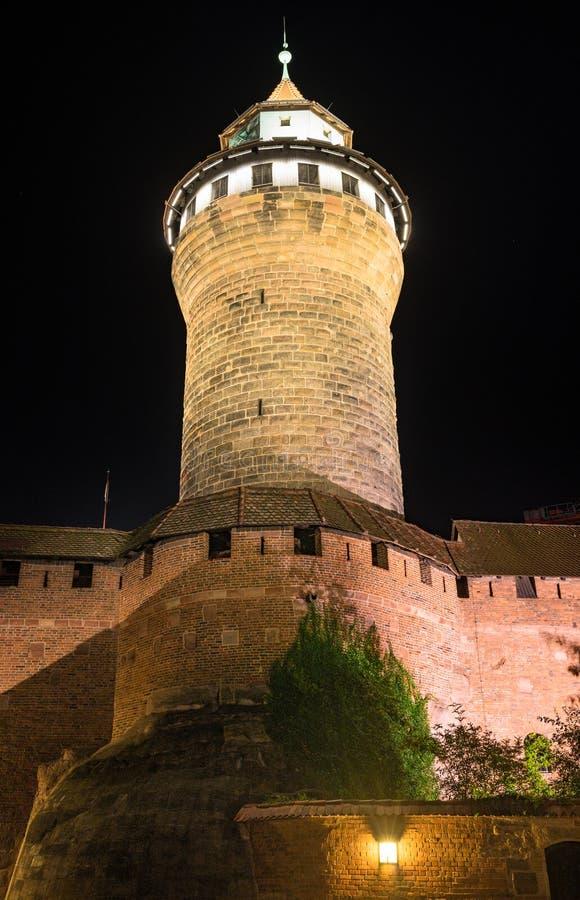 Нюрнберг Германия, башня Sinwellturm замка стоковые фотографии rf