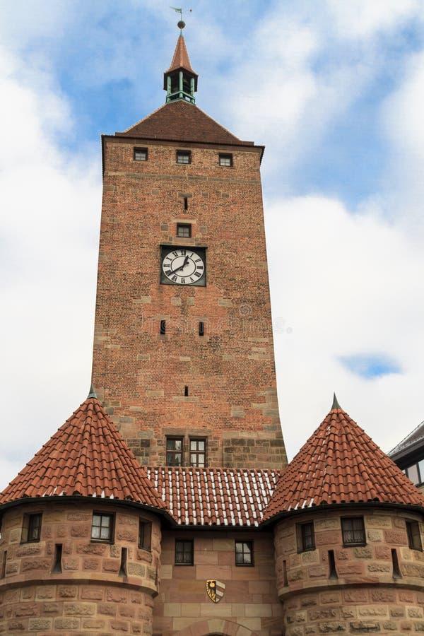 Нюрнберг, средневековый белый строб башни стоковые фотографии rf